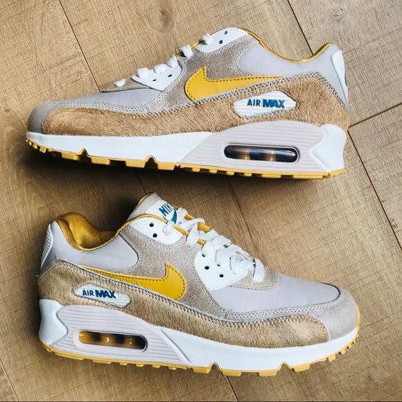 Nike Shoes - Women's Air Max 90 - Wheat Gold